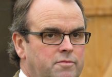 Alan King trained Tritonic tipped by fromthehorsesmouth.info in Kempton win.