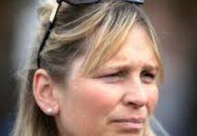 Emma Lavelle saddled Master Milliner to victory at Goodwood.