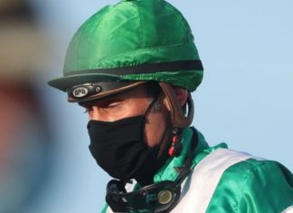 Jockeys: required to wear masks.
