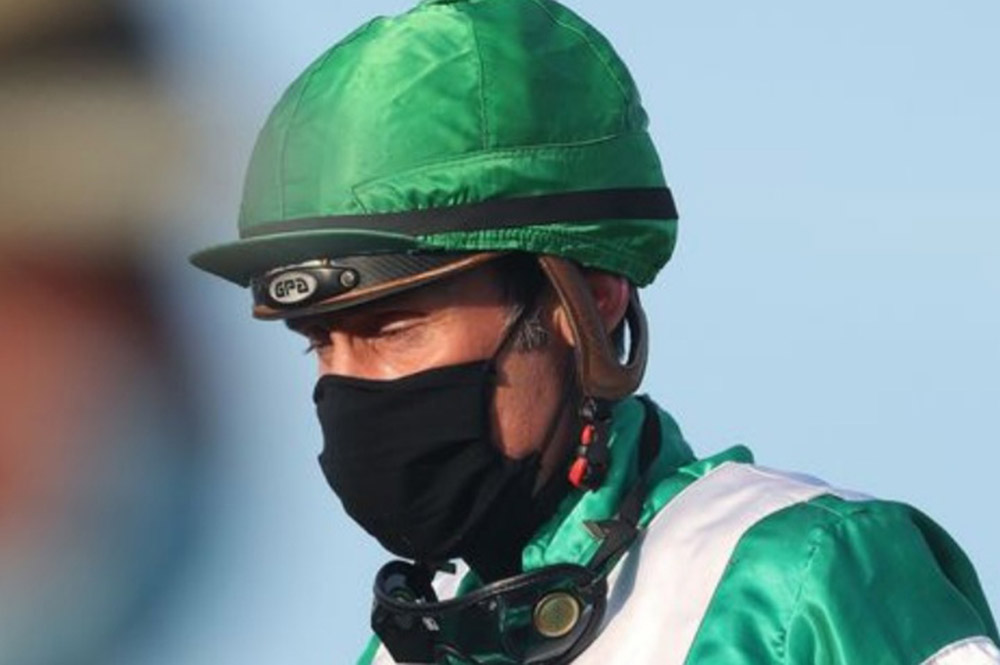 Jockeys: required to wear masks.