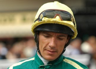 Frankie Dettori rode Palace Pier to victory in Newbury Al Shaqab Lockinge Stakes.