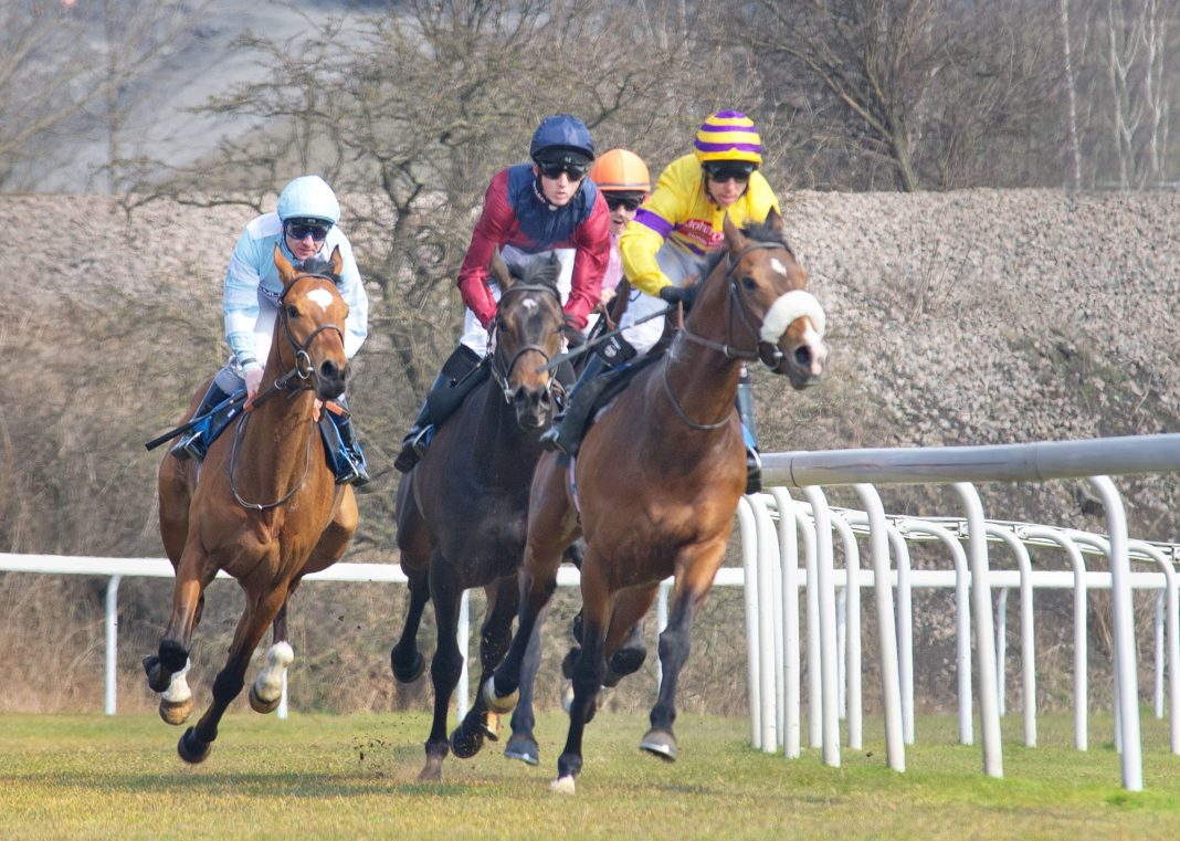 Amazing Red completes fromthehorsesmouth.info270-1 treble at Newmarket